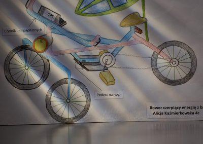 rower czerpiący energię z baterii słonecznej